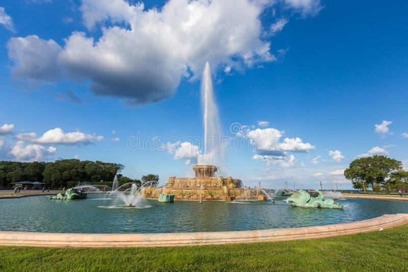 Fuente y arco iris de Buckingham en Grant Park, Chicago, IL imagenes de archivo