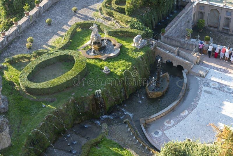 Fuente y jardín este Tivoli, Italia del chalet D ' fotografía de archivo