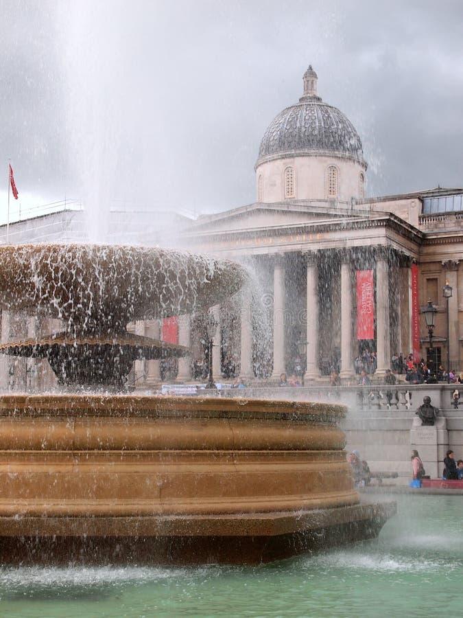 Fuente y National Gallery, Trafalgar Square, Londres, Reino Unido imágenes de archivo libres de regalías