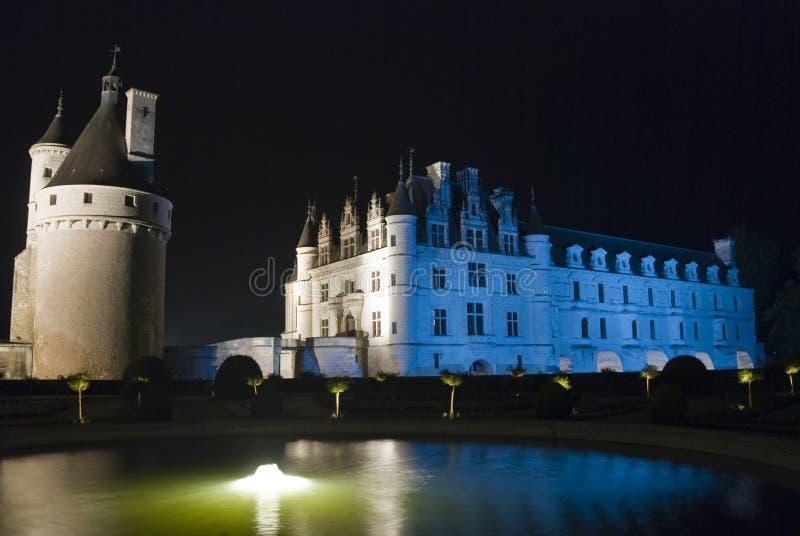 Fuente y un castillo fotografía de archivo libre de regalías