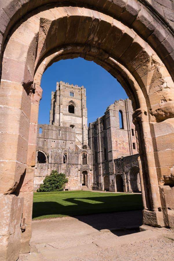 Fuentes Abbey Ruins en Inglaterra fotografía de archivo libre de regalías