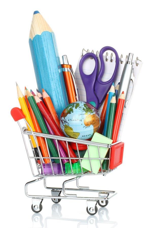 Fuentes de dirección de la escuela en el carro de la compra imagen de archivo libre de regalías