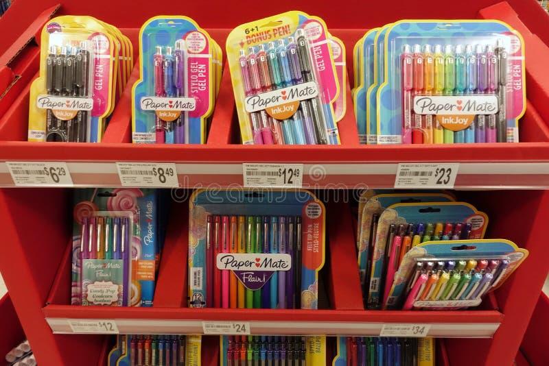 Fuentes de escuela en una tienda al por menor local fotografía de archivo libre de regalías
