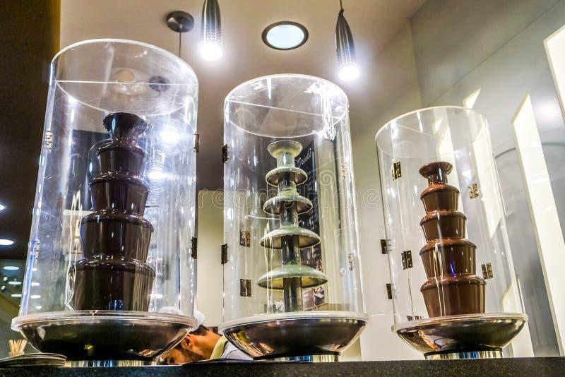 Fuentes de fusión del chocolate foto de archivo