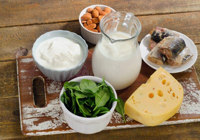 Fuentes de la comida de calcio Consumición sana imágenes de archivo libres de regalías