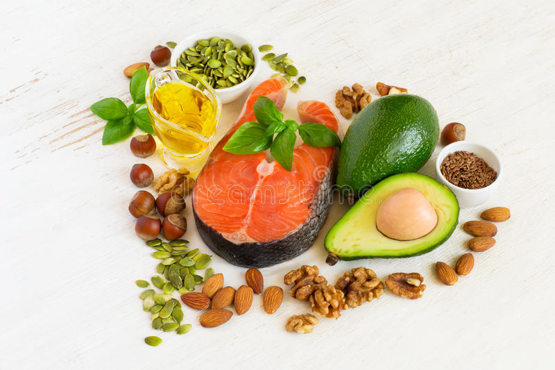 Fuentes de la comida de Omega 3 y de grasas sanas, concepto sano del corazón imagen de archivo