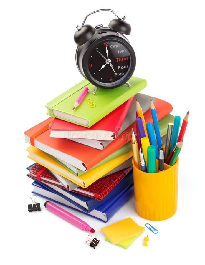 fuentes de la oficina y de escuela aisladas en el blanco imágenes de archivo libres de regalías
