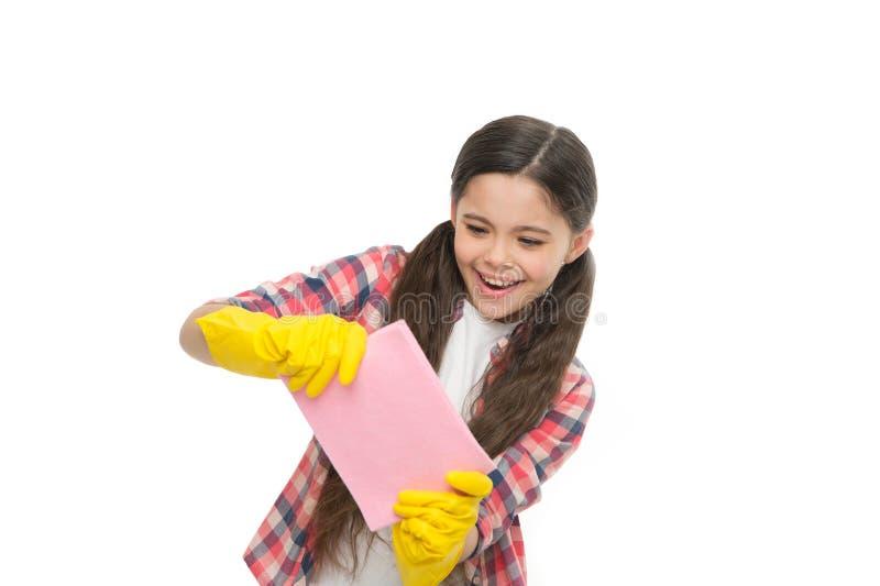 fuentes de limpieza La muchacha lleva los guantes protectores para la limpieza segura Limpiando el polvo haga el hogar más alegre fotos de archivo