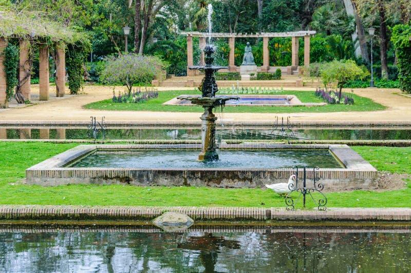 Fuentes en Maria Luisa Park en Sevilla, España imagen de archivo