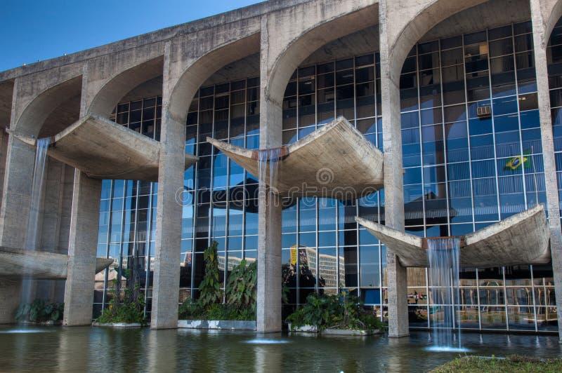 Fuentes en palacio de la justicia en Brasilia fotografía de archivo