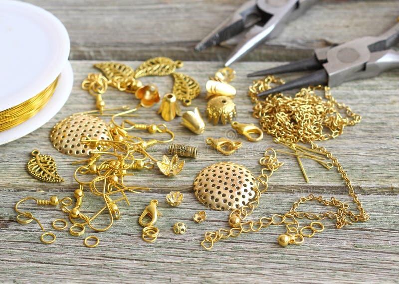 Fuentes para la joyería del oro fotografía de archivo