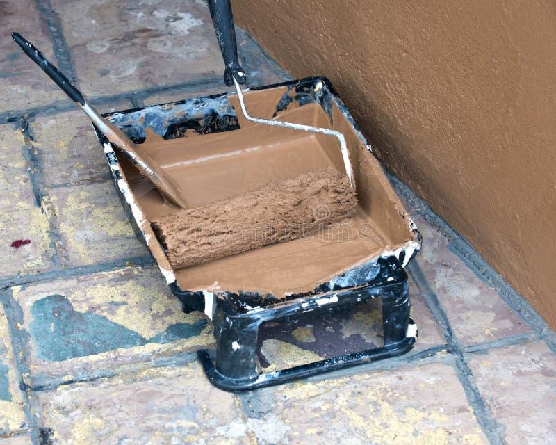 Download Fuentes Pintadas De La Pared Y De La Pintura Foto de archivo - Imagen de remodeling, interior: 100535438
