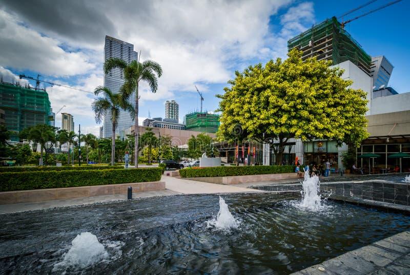 Fuentes y edificios modernos en Bonifacio Global City, en Tagu imagenes de archivo