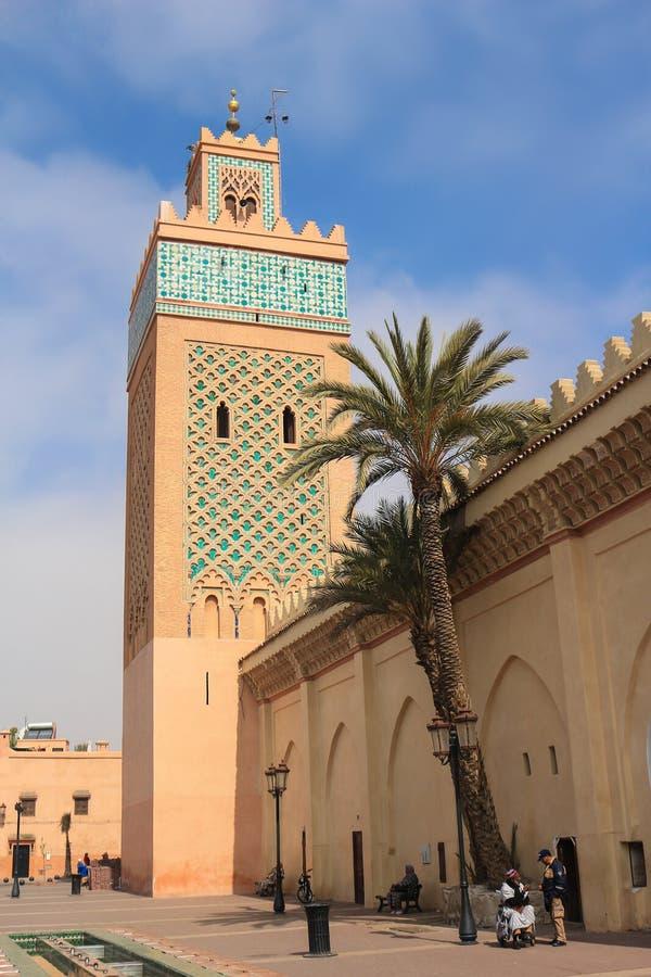 Fuera de la mezquita famosa de Koutoubia en Marrakesh, Marruecos, Afric foto de archivo libre de regalías