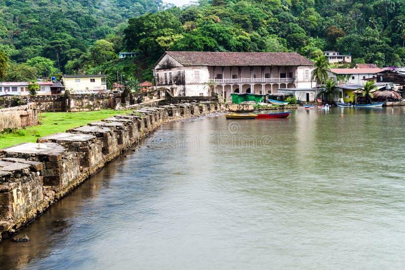 Fuerte圣赫罗尼莫堡垒和真正的Aduana海关在波托韦洛村庄,帕纳 免版税库存照片