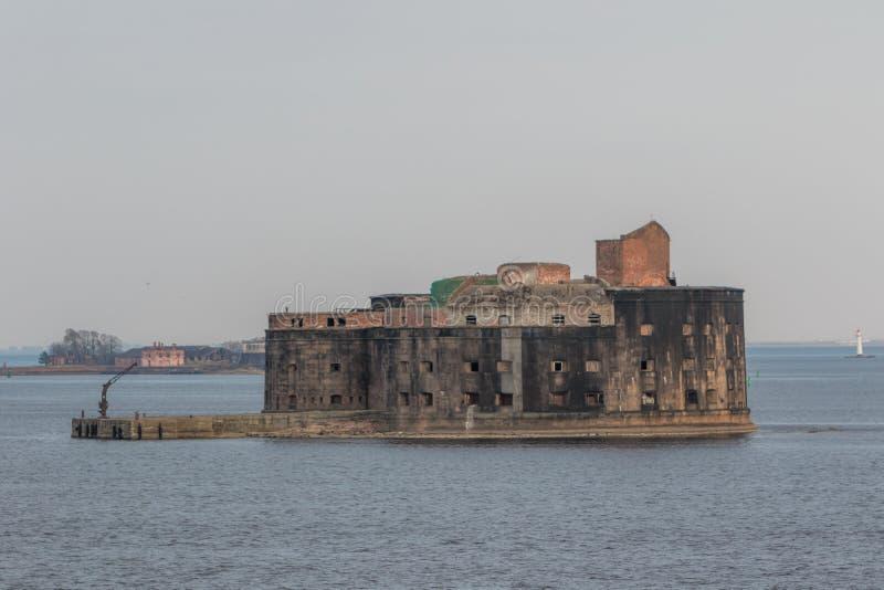 Fuerte histórico Alexander 1 plaga cerca de la costa meridional de Kronstadt fotos de archivo libres de regalías