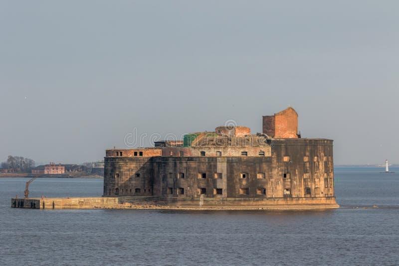 Fuerte hist?rico Alexander 1 plaga cerca de la costa meridional de Kronstadt imagen de archivo