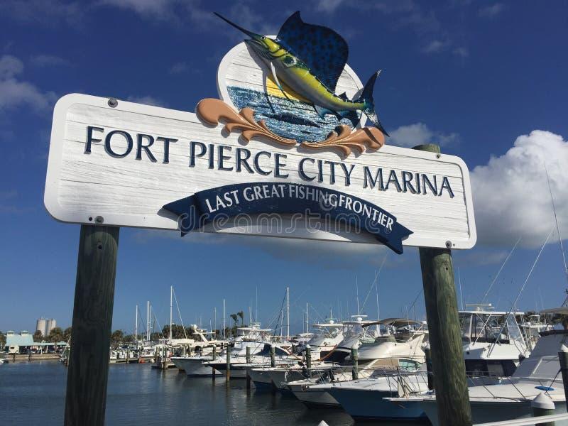 Fuerte Pierce City Marina, gran centro turístico de la pesca del último fotografía de archivo