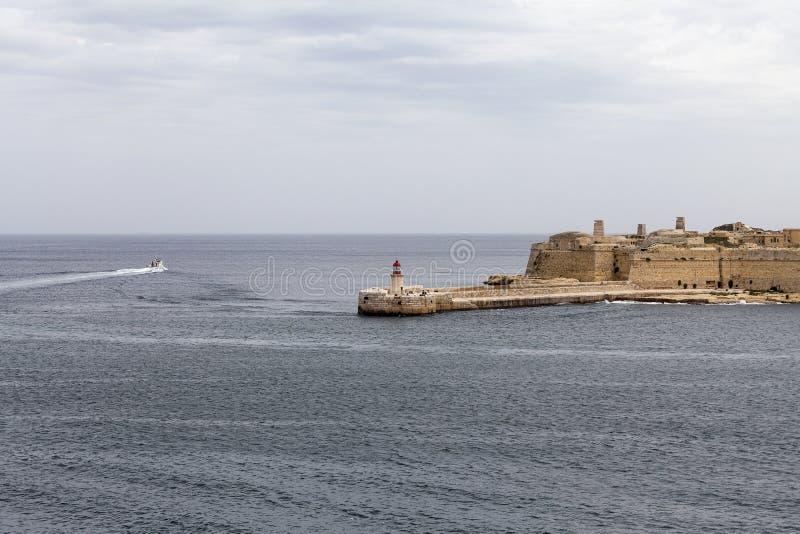 Fuerte St Elmo con el faro en la capital de Malta - La Valeta foto de archivo