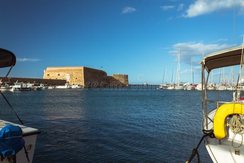 Fuerte veneciano de Koules en puerto de la ciudad de Heraklion fotografía de archivo