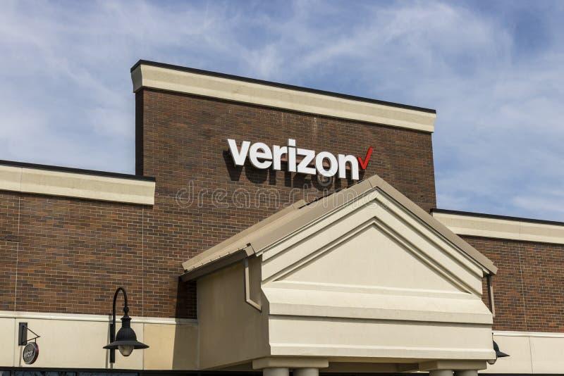 Fuerte Wayne - circa abril de 2017: Ubicación de la venta al por menor de Verizon Wireless Verizon es una de las compañías más gr fotografía de archivo libre de regalías