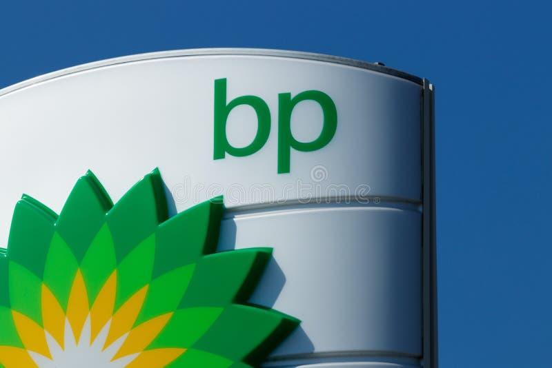 Fuerte Wayne - circa agosto de 2018: Gasolinera de la venta al por menor de BP BP es una de las compañías petroleras de petróleo  fotos de archivo