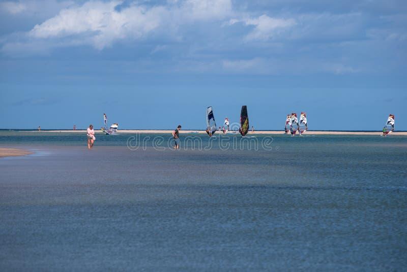 Fuerteventura, font de la planche à voile à la plage de Sotavento images stock