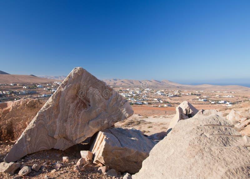 Fuerteventura interno, traquito em Tindaya fotos de stock