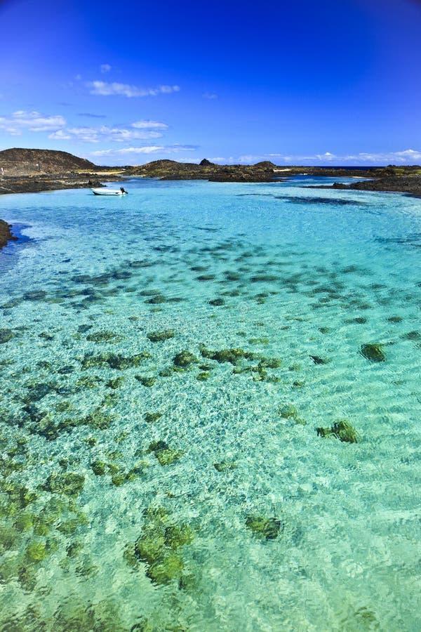 Fuerteventura_Isla de los Lobos Skälla 2 arkivbilder