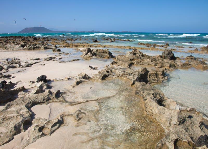 Fuerteventura, plage d'indicateur de Corralejo photographie stock