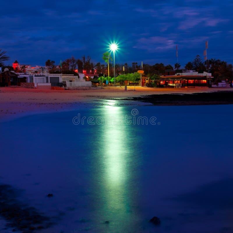 Fuerteventura, praia de Wakiki na noite fotos de stock royalty free