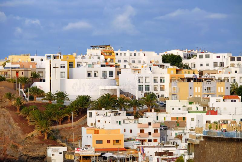 FUERTEVENTURA, SPAGNA - FEBRUAR 20, 2019: Vista sul villaggio Morro Jable sull'Isole Canarie Fuerteventura fotografie stock