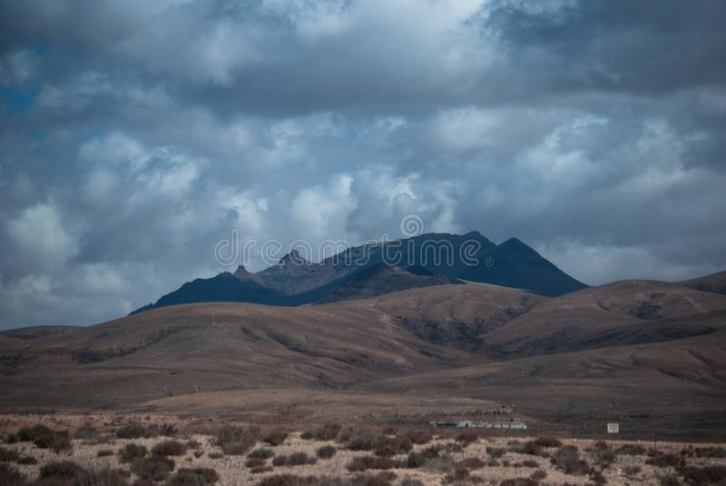Fuerteventura, vieux volcan de sommeil images stock