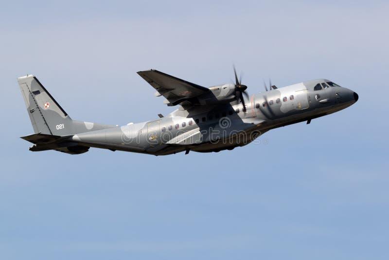 Fuerza Aérea Polaca Casa C. 295 aviones de transporte militar foto de archivo libre de regalías
