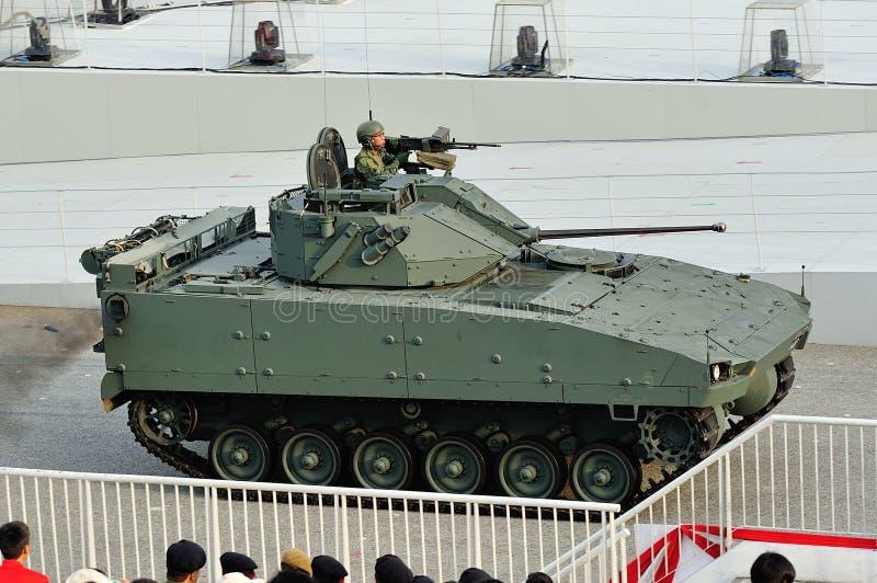 Fuerzas armadas de arma de Singapur (SAF) que exhiben su vehículo de lucha de la infantería de Bionix durante el ensayo 2013 del d imagenes de archivo