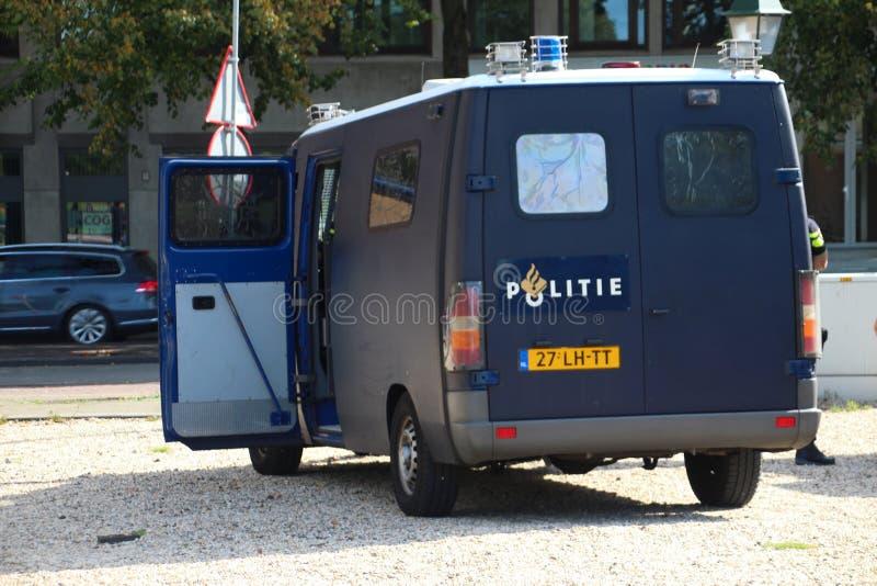 Fuerzas especiales acorazadas especiales para el vehículo de los alborotos en La Haya en los Países Bajos para la protección de l fotos de archivo