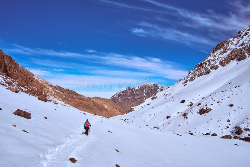 Fuga da caminhada de volta ao vale Imlil em Marrocos fotografia de stock royalty free