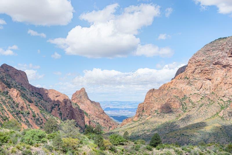 Fuga da opinião da janela, bacia das montanhas de Chisos, parque nacional de curvatura grande, TX fotografia de stock royalty free
