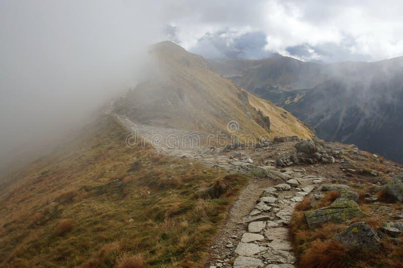 A fuga de caminhada em montanhas de Tatra foto de stock