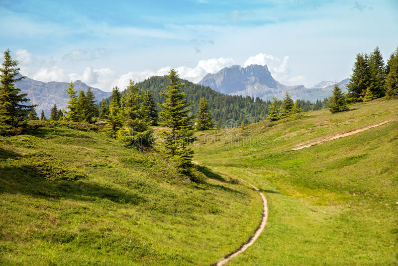 A fuga de montanha em cumes franceses fotos de stock