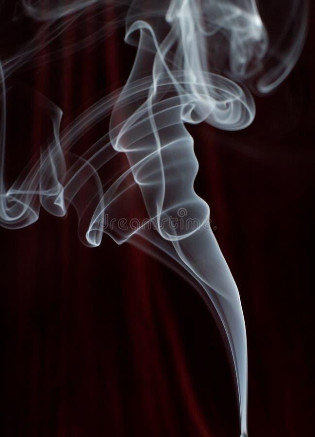 Download Fuga do fumo imagem de stock. Imagem de ondular, se, diagonal - 530837