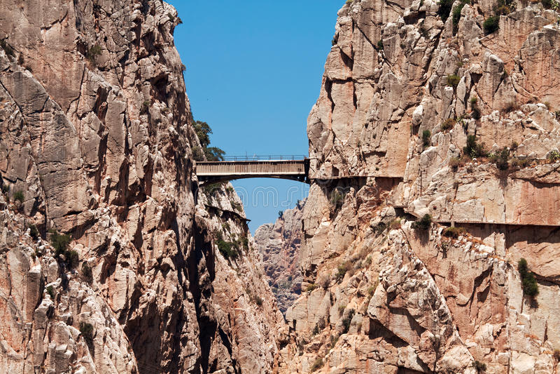 Fuga real (EL Caminito del Rey) no desfiladeiro Chorro, provin de Malaga imagem de stock royalty free