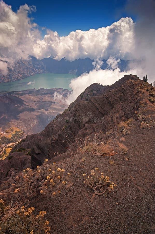 Fugas da cimeira da montagem Rinjani, Lombok foto de stock