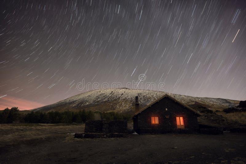 Fugas da estrela no inverno Etna Mount And Galvarina Refuge, Sicília foto de stock