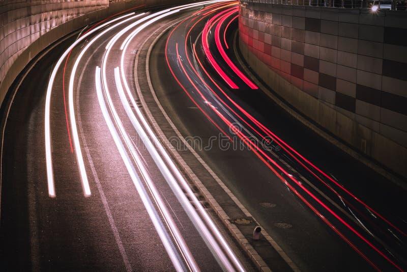 Fugas da luz na cidade imagens de stock royalty free