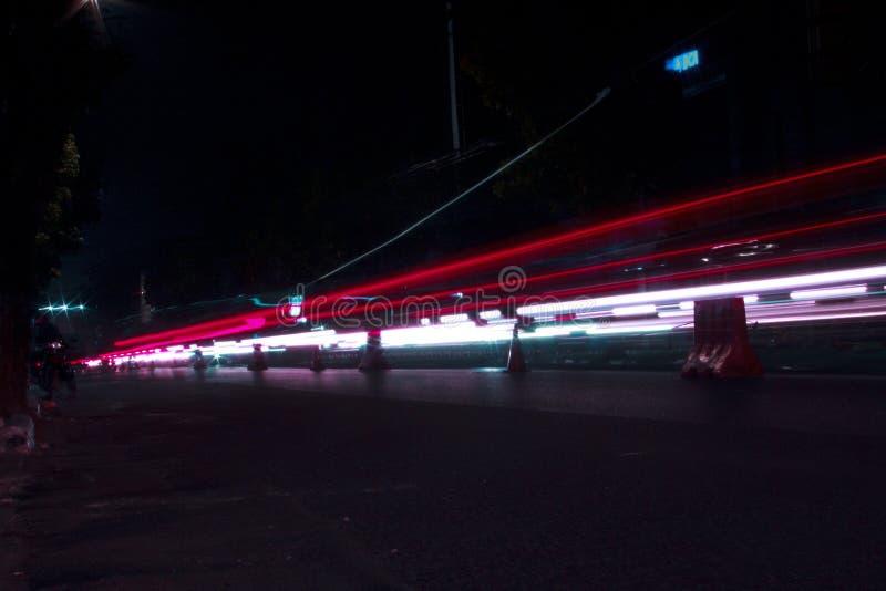 Fugas da luz vermelha e branca de HD fotos de stock