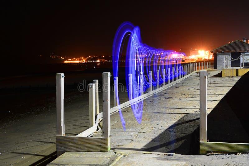 Fugas e praia da luz na noite fotografia de stock royalty free