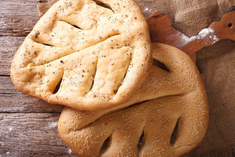 Fugasse franskbröd med closeupen för sesamfrö och ört horizo arkivfoton