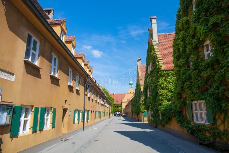 Fuggerei, Augsburg, Deutschland stockfotografie