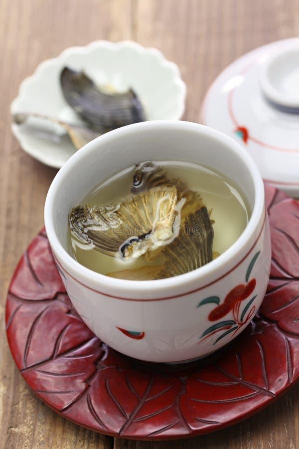 Fugu ningún hirezake, bebida caliente del motivo de las aletas japonesas del blowfish imagenes de archivo
